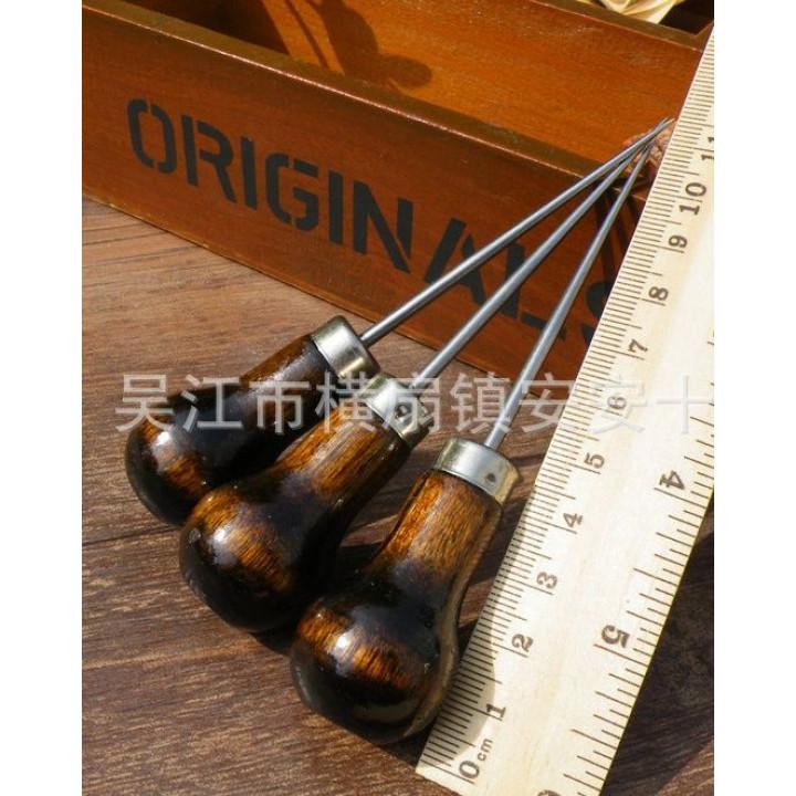 Шило с круглой деревянной ручкой 11см