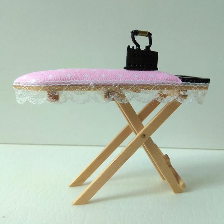 Гладильная доска для кукольного домика
