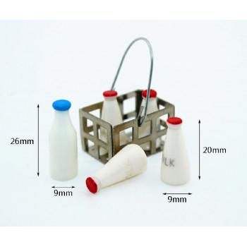 Бутылочки с молоком в корзине для кукол