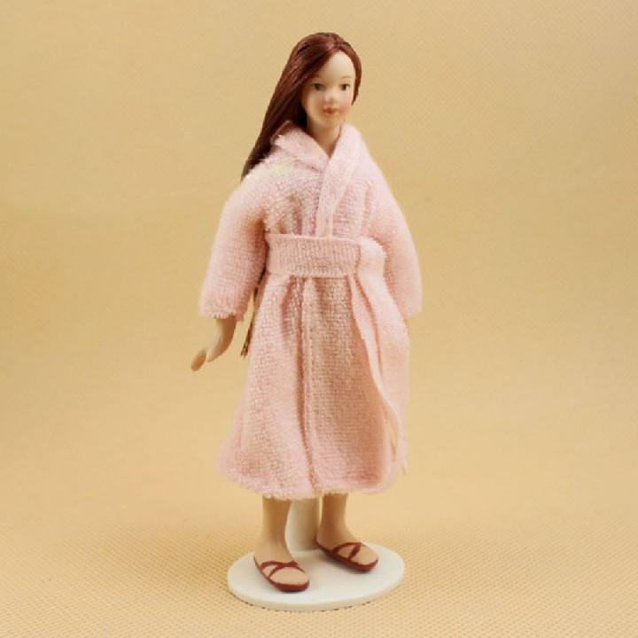 Кукла Девушка в махровом халате Миниатюра 1:12
