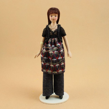 Кукла Девушка в брюках и тунике Миниатюра 1:12