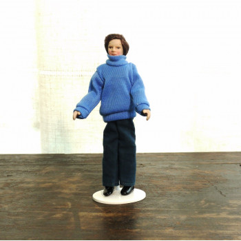Кукла Мужчина в свитере Миниатюра 1:12