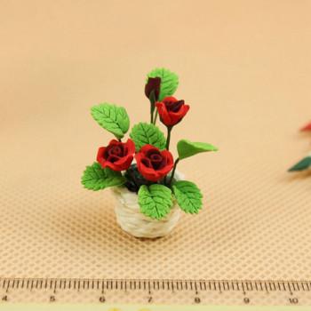 Розы в белом горшочке для кукольного дома 1:12